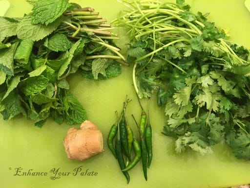 Ingredients for making green paste that adds mint flavor to quinoa pulao