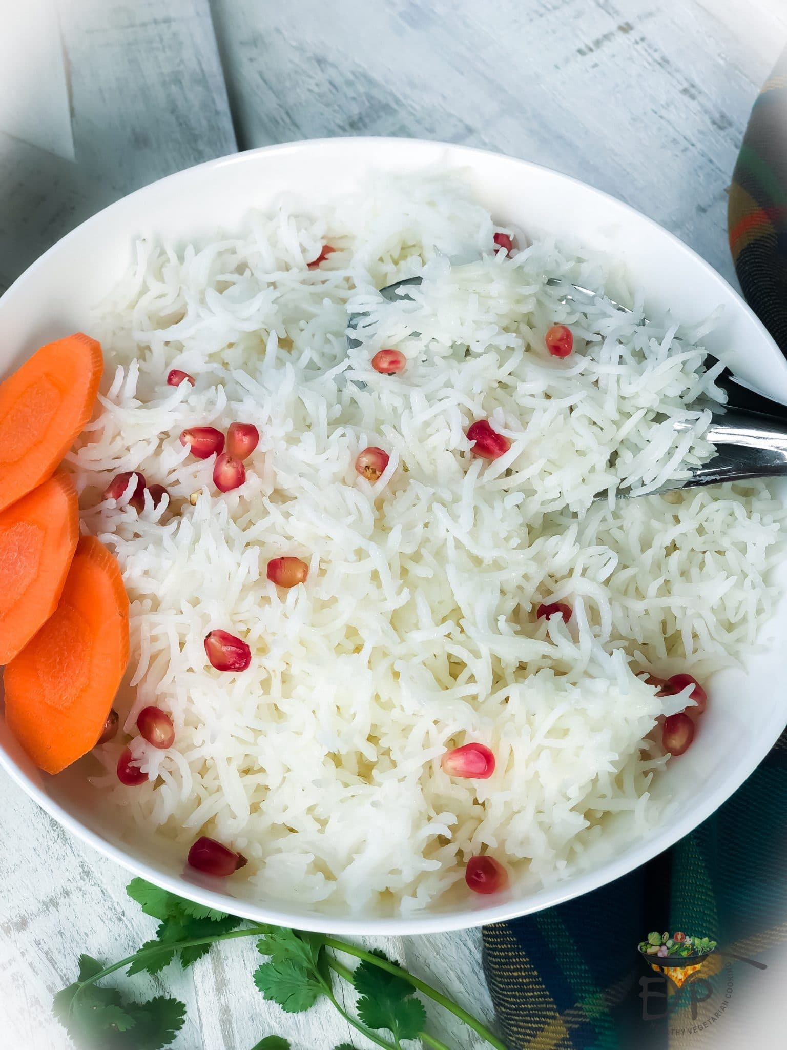 How to get a perfect steamed rice? Steamed rice is considered to be a very simple recipe, still the quality of steamed rice can vary greatly depending on your cooking method and type of rice. Ideally, in steamed rice, we want each grain to be seprate, soft and cooked perfectly. Rice grains should be fluffed, soft and not stick to each other. Check this recipe out to make sure you are doing it the right way.