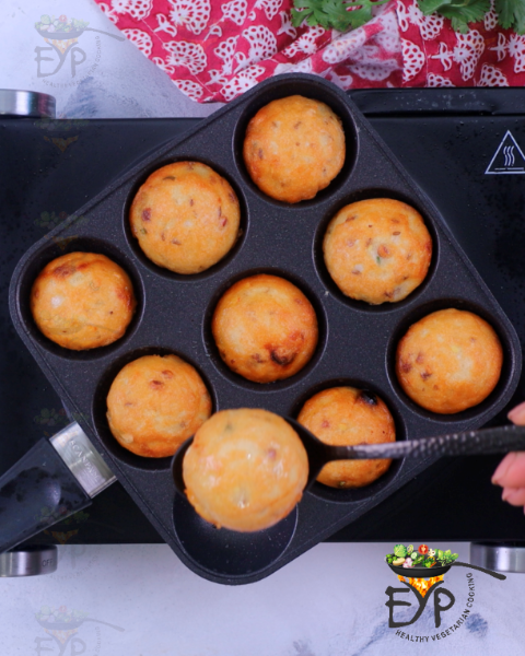 Evenly cooked vada in aebleskiver pan