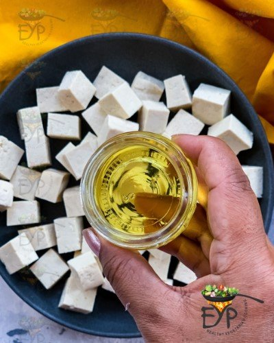 oil being added to Tofu