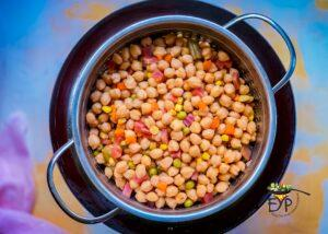Boiled chickpeas and vegetables