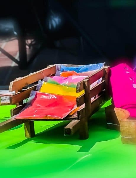 Holi Individual Packet Stand