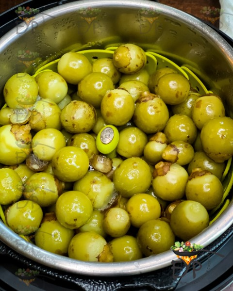 Steamed lasoda in the steamer inside the instant pot pan