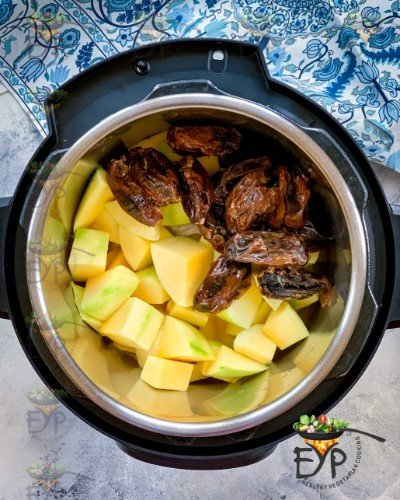 Dates and green mango in the pot