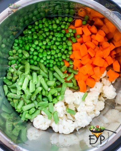 Added vegetables for cooking to pot